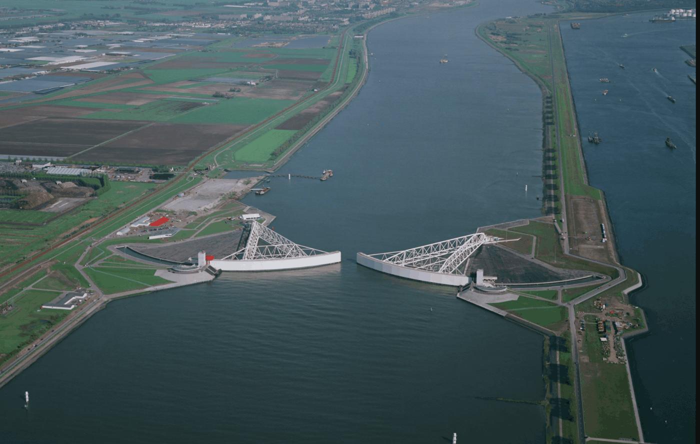 Maeskantkering storm surge barrier near Rotterdam (photo: Bart van Eyck)
